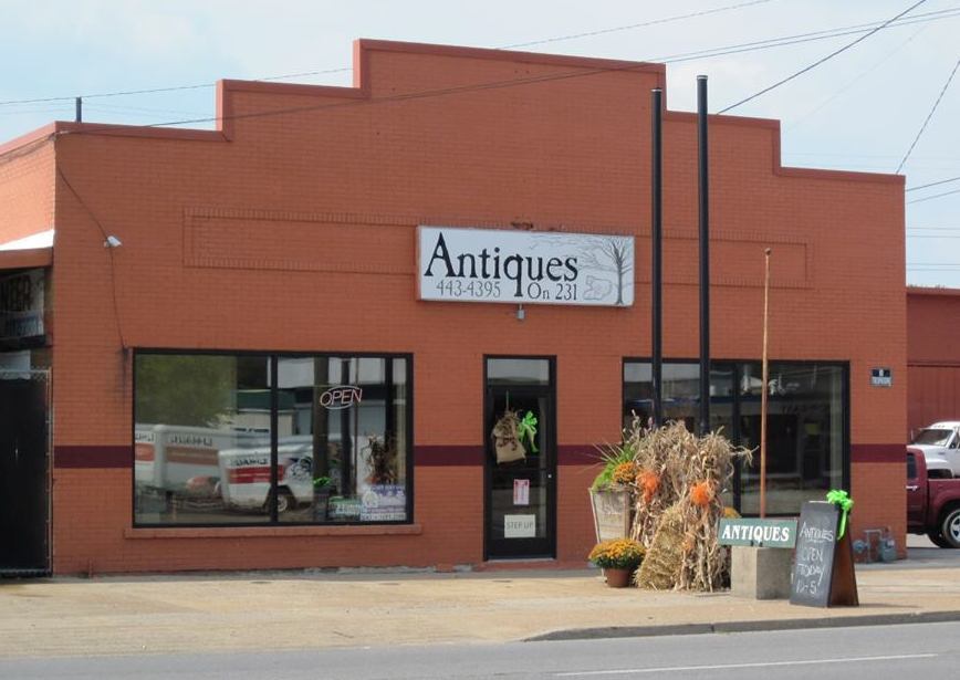 Antiques on 231 lebanon tennessee vintage christmas for Antique stores in nashville