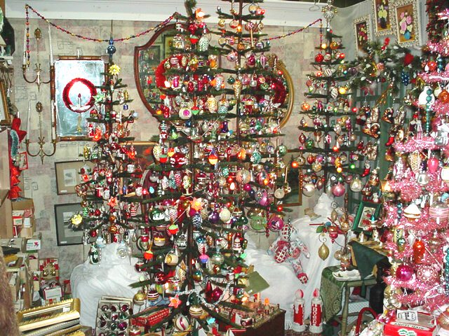 Re-live the Christmas wonderment of your childhood! Visit one of the  largest vintage Christmas ornament selections in the metropolitan New York  ... - CHRISTMAS NOSTALGIA